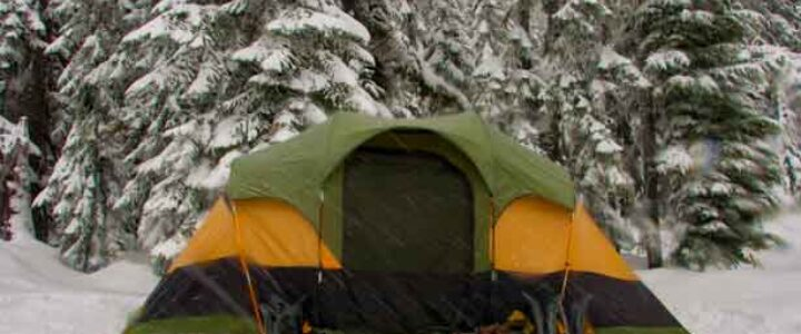 how-to-stay-warm-while-camping-in-cold-weather